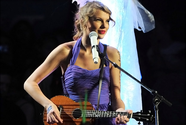 Taylor Swift play ukulele